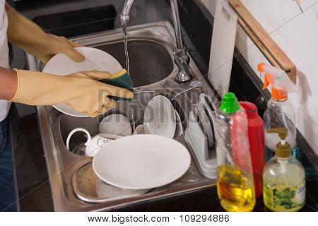 Washing plates