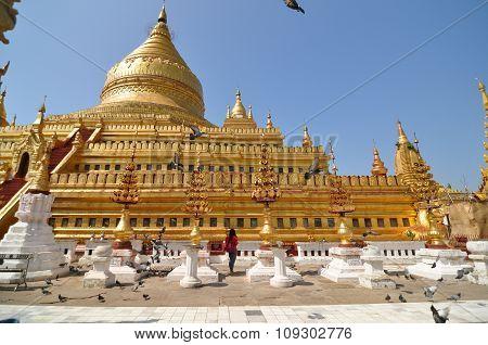 Shwezigon Paya Pagoda, Bagan, Myanmar.
