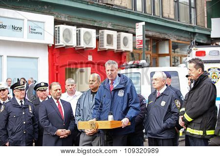 Mayor de Blasio leads press conference