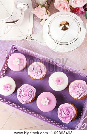 Tasty cupcakes on tray, close-up