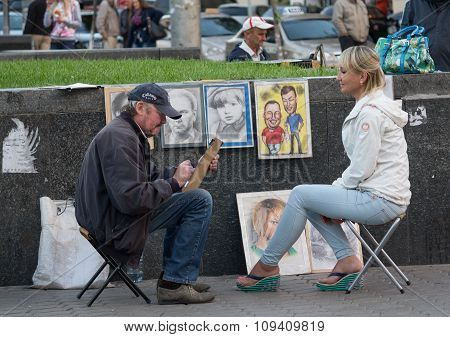 Kiev, Ukraine - September 14, 2015: Street Artist Paints A Portrait Of A Young Woman At The Independ