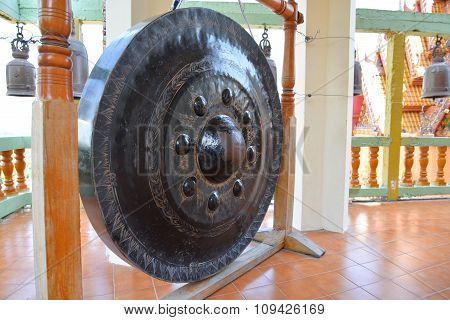 Giant Gong