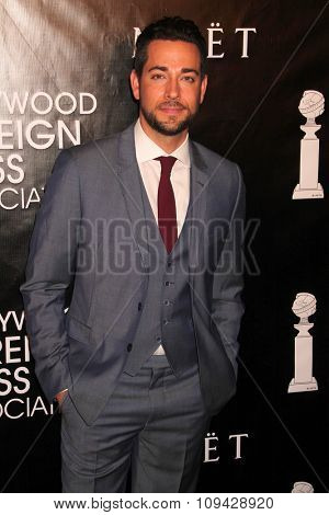 LOS ANGELES - AUG 13:  Zachary Levi at the HFPA Hosts Annual Grants Banquet - Arrivals at the Beverly Wilshire Hotel on August 13, 2015 in Beverly Hills, CA