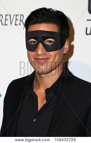 LOS ANGELES - OCT 30:  Mario Lopez at the 2nd Annual UNICEF Masquerade Ball at the Hollywood Forever on October 30, 2014 in Los Angeles, CA