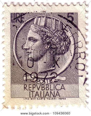 Italy - Circa 1977: Stamp Printed In Italy Shows Head Of A Woman, Who Symbolize Italy After Syracuse