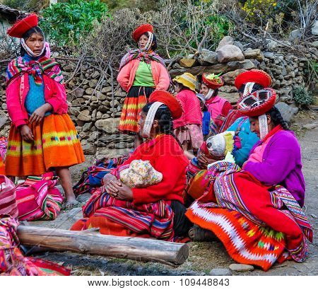 Quechua Women With Children In A Village In The Andes, Ollantaytambo, Peru