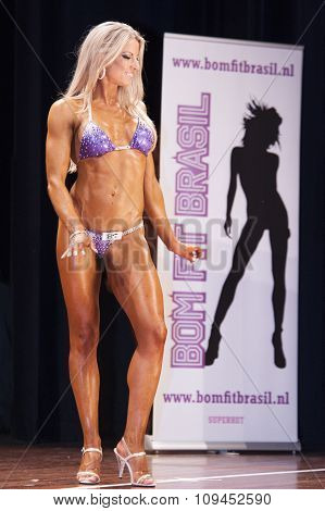 Female Bodyfitness Contestant Smiles On Stage