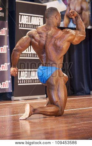 Bodybuilder Michael Muzo Shows His Big Biceps And Back
