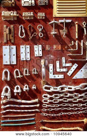Exhibición de madera Vintage del equipo de hardware