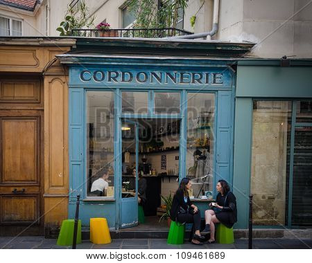 La Cordonnerie Restaurant is popular with locals and tourists