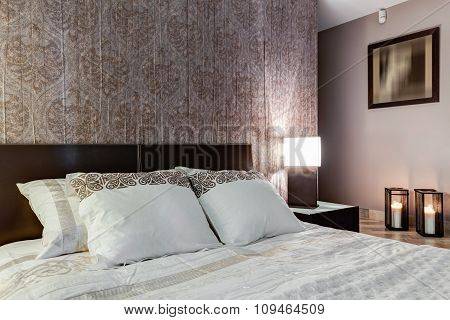 Posh Bedroom With Elegant Walpaper