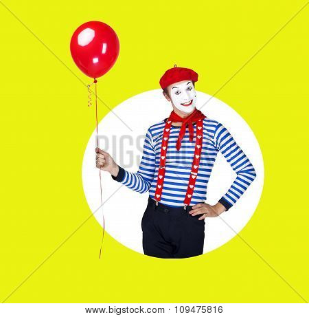 Smiling mime with balloon.Funny actor in red beret, sailor suit posing on color background