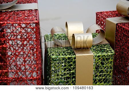 Metal Christmas Gift Box Decoration