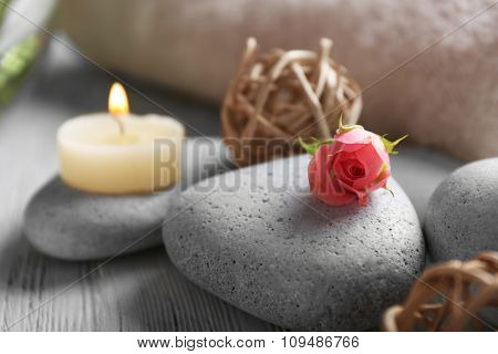 Composition of flowers, candles and stones, in spa salon, close-up