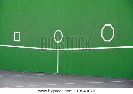 Wand am Tennisplatz