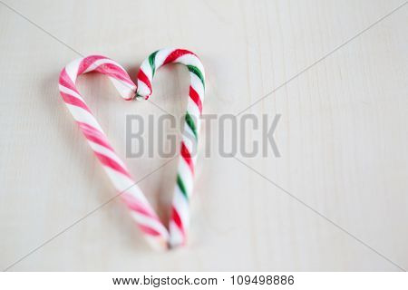 An Image Of A Nice Traditional Christmas Candy Heart