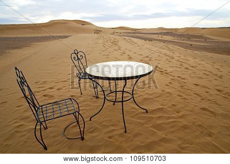 Table And Seat   Africa Yellow Sand