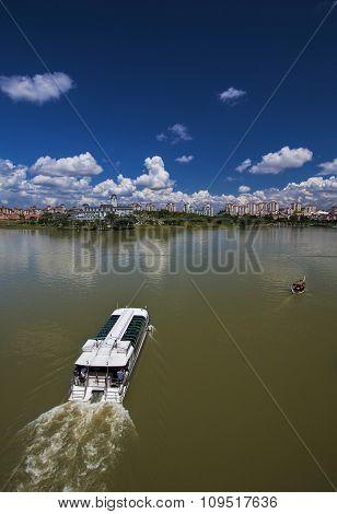 Putrajaya-lake-boat-cruise-Malaysia