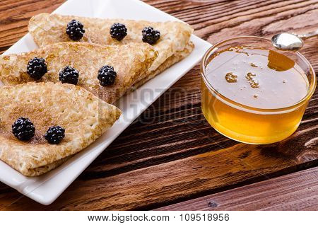 Pancakes With Honey And Blackberries