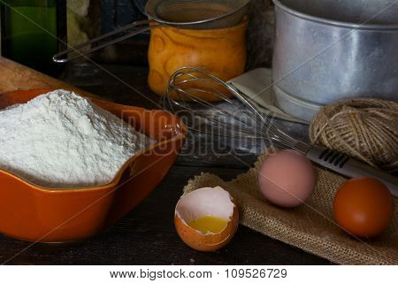 Wheat flour, broken egg and cooking utensils for cooking test
