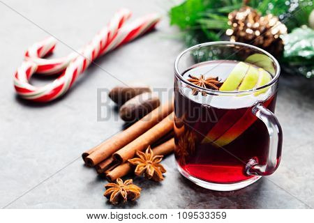 Mulled red wine with apple slices and spices