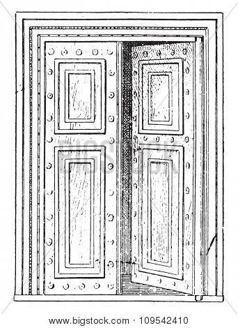 Roman Gate, vintage engraved illustration. Private life of Ancient-Antique family-1881.