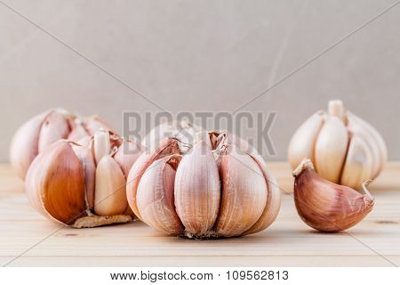Close Up Organic Garlic With Selective Focus On The Teak Wood Background