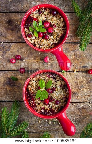 Delicious Cranberry And Oat Flakes Crumble Pie
