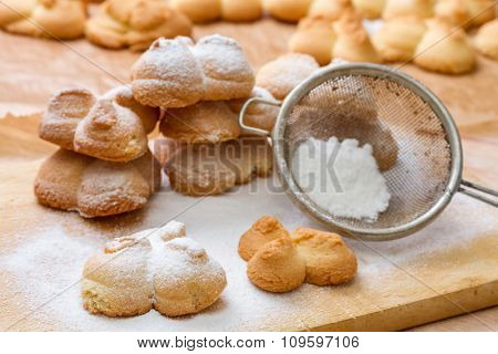 Shortbread cookies covered with powered sugar