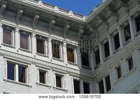 Fragment Peninsula Hotel in Hong Kong