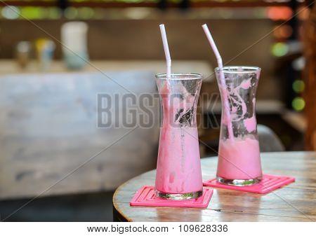 Frappe Pink Milk.strawberry Smoothie.