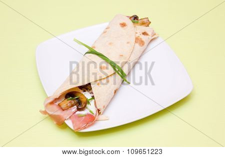 Flatbread with bacon and mushrooms on green