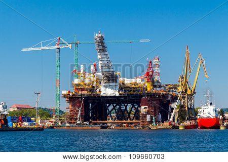 Gdansk. Shipyards in the seaport.
