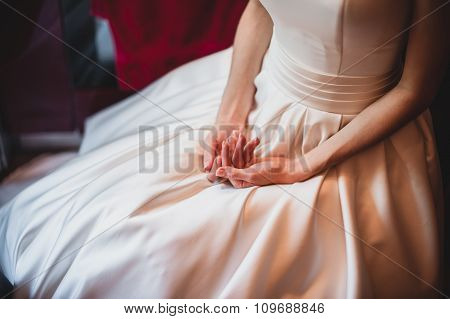 close up on a bride hand.