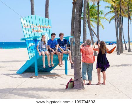 FORT LAUDERDALE,USA - AUGUST 11,2015 : Family enjoying the beach at Fort Lauderdale in Florida