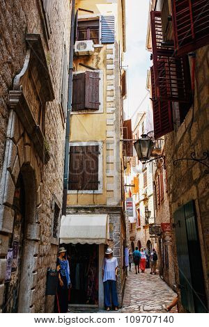 Kotor, Montenegro - August 10, 2015 : View Of A Narrow Street With Numerous Shops In Old Town Of Kot