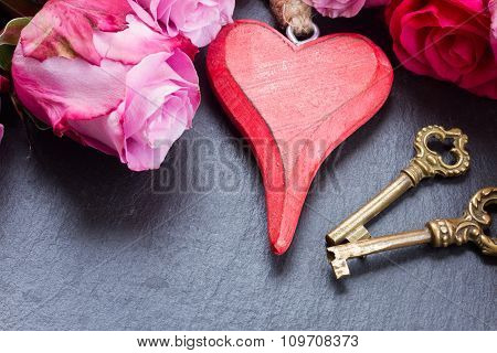 roses with heart and  keys