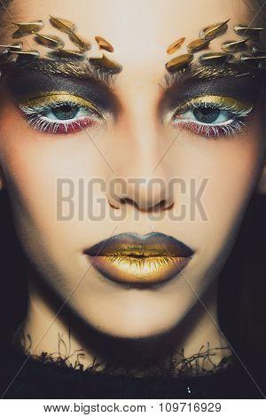 Thorn Golden Female Makeup