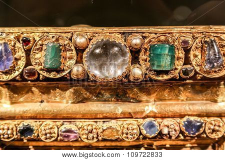 Antique Gold Jewelry With Green And Transparent Stones.