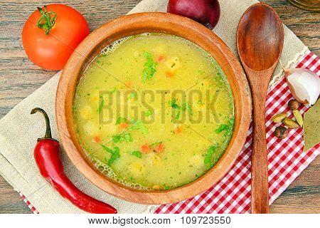 Mashed Pea Soup with Croutons
