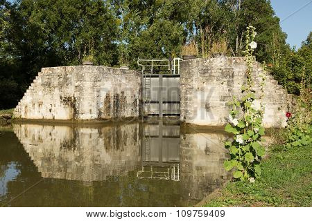 lock on the Canal de Bourgogne