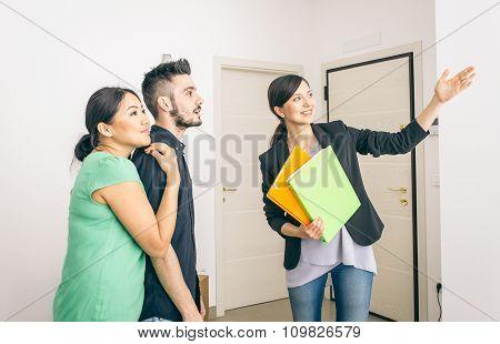 Estate Agent Close A Contract