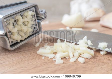 Chopped Garlic Or Garlic Press