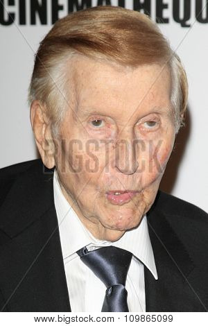 LOS ANGELES - DEC 12:  Sumner Redstone at the 27th American Cinematheque Award at the Beverly Hilton Hotel on December 12, 2013 in Beverly Hills, CA