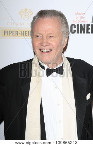 LOS ANGELES - DEC 12:  Jon Voight at the 27th American Cinematheque Award at the Beverly Hilton Hotel on December 12, 2013 in Beverly Hills, CA