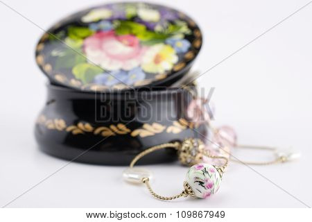 Jewellery box and necklace