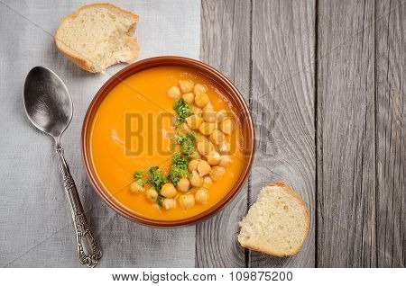 Pumpkin soup with chickpeas and parsley