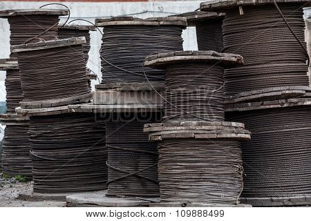 Large rolls of steel cables