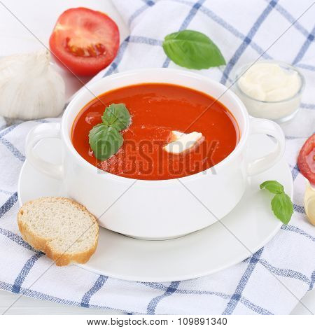Tomato Soup With Tomatoes In Cup Healthy Eating
