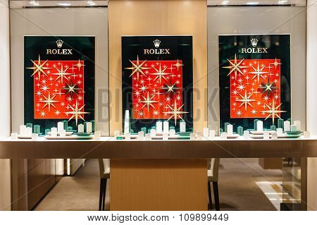 Rolex Empty Windows During Christmas Market